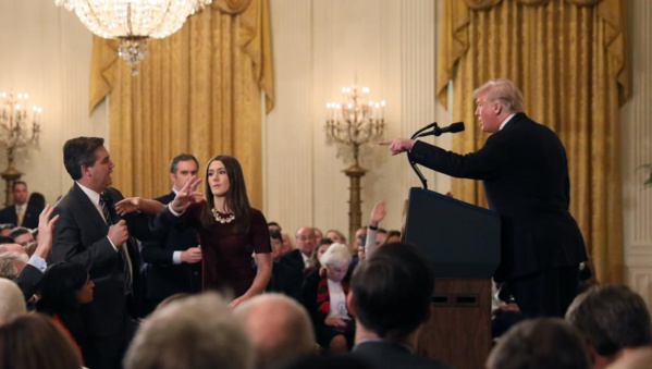 Trump écharpe un reporter de CNN et retire son accréditation à la Maison Blanche