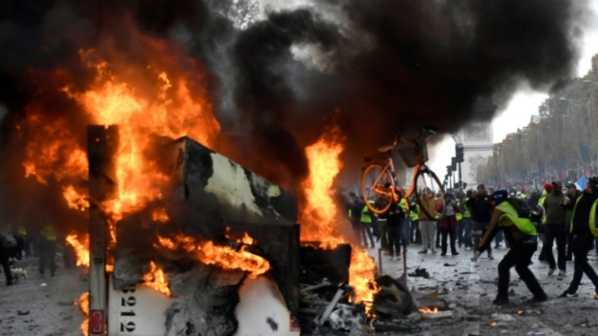 France : «Gilets jaunes»: 75000 manifestants, scènes de violence à Paris