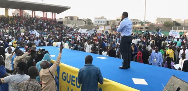 Bougane Gueye Dani defie Macky Sall et brandit prés 800 000 signatures