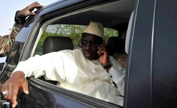 Macky Sall suspend les acquisitions de véhicules administratifs
