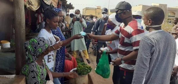 Bignona : Le maire Keita distribue des masques aux populations (images)