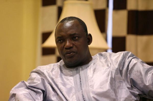 Gambie : Barrow en quatorzaine...la vice-présidente testée positive au Covid-19