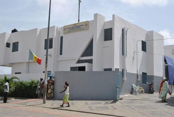 Manif : La mairie des Parcelles Assainies de Dakar incendiée