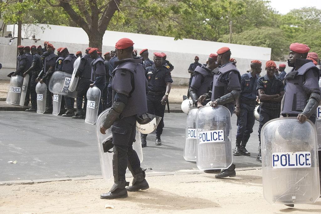 Grenades lacrymogènes à l'intérieur d'une école : La Police nie...