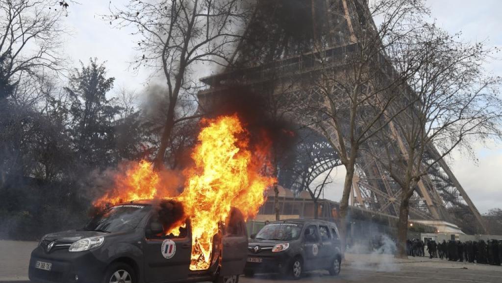 Paris : «Gilets jaunes»: le présumé incendiaire du véhicule Sentinelle devant le juge