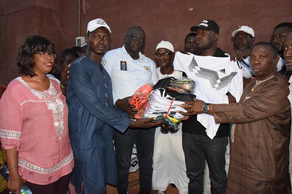 Ziguinchor : L'Inspecteur Seydou Sané offre des équipements sportifs à 15 ASC de la ville