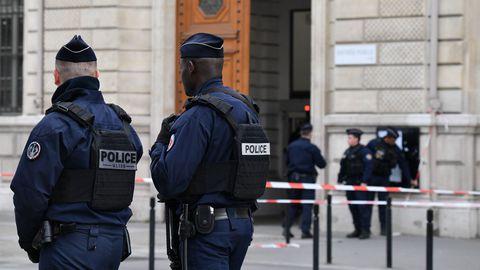 Attaque à la préfecture de police de Paris: l'épouse du tueur remise en liberté