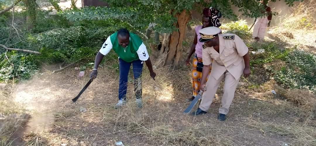 Cleaning day Oukout: Le sous préfet de Loudia-Wolof et son adjoint dans l'action.
