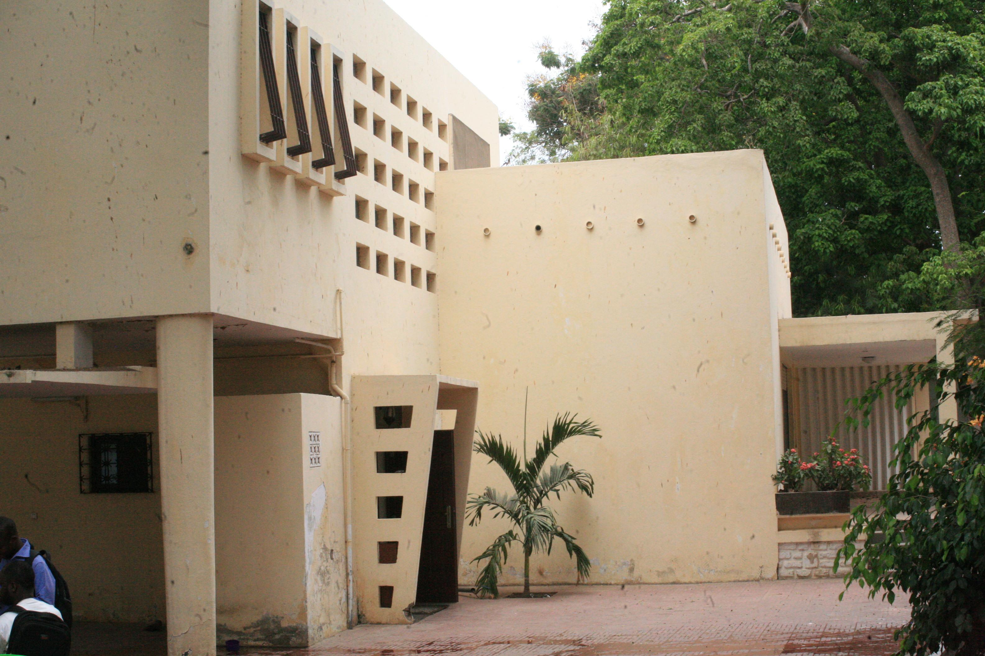 Fann residence un locataire transforme la maison des for Acheter une maison avec locataire