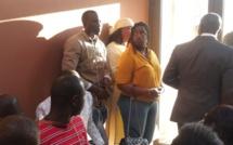 Venue en retard : Marième Faye Sall et sa fille assistent debout à l'installation du directoire de campagne de Macky