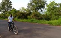 Campagne de séduction : Le Ministre Abdoulaye Diop en vélo à Sédhiou